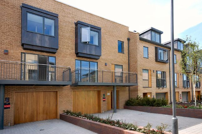 Thumbnail Town house to rent in Kingsley Walk, Cambridge