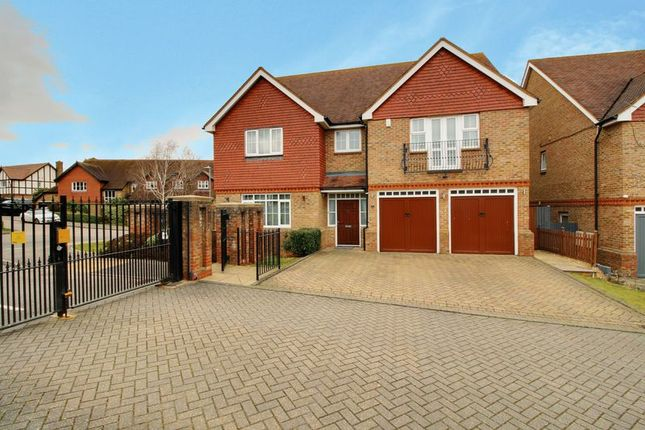 Thumbnail Detached house for sale in Whitehaven Close, Goffs Oak, Waltham Cross
