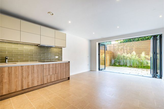 Thumbnail Mews house for sale in Victoria Drive, Wimbledon, London