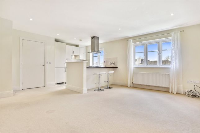 Thumbnail Flat to rent in Viewpoint Court, Elm Park Road, Pinner, Middlesex