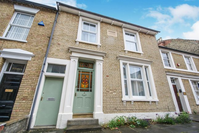 Thumbnail Terraced house for sale in Grove Place, Bedford