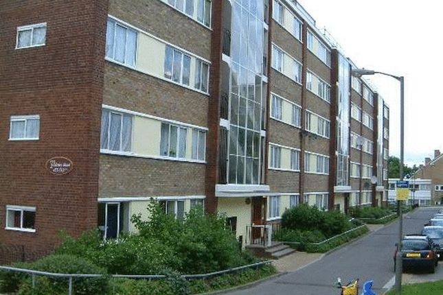 5 bed flat to rent in Tildesley Road, London
