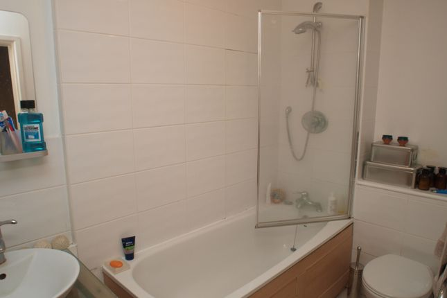 Thumbnail Flat to rent in Medina Road, Finsbury Park