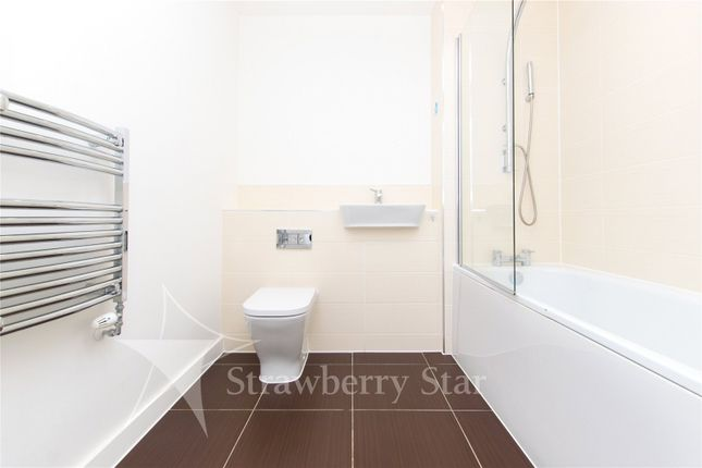 Bathroom of Bessemer Place, North Greenwich, London SE10