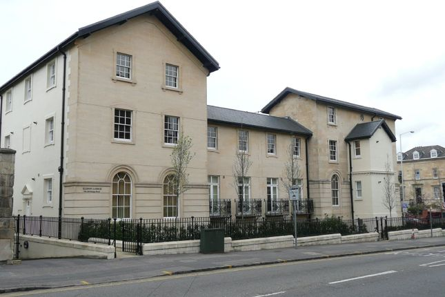 Thumbnail Flat to rent in Eldon Lodge, Kings Road, Reading
