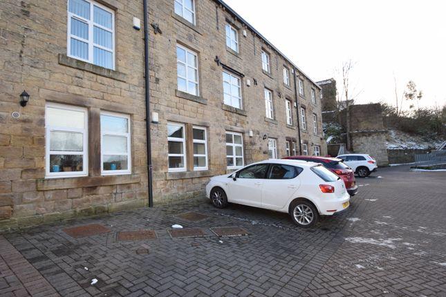 Thumbnail Flat to rent in Brackendale, Bradford