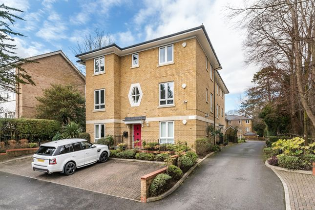 Thumbnail Flat for sale in Tupwood Lane, Caterham