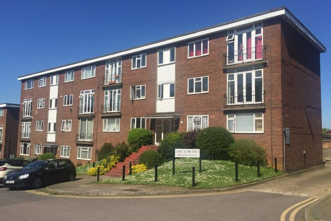 2 bed flat to rent in The Larches, Luton, Beds