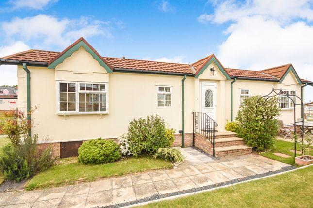 2 bed mobile/park home for sale in Tower Park, Hullbridge, Hockley