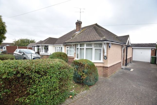 2 bed bungalow to rent in Derwent Avenue, Luton LU3