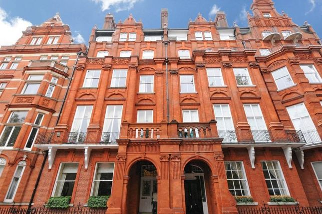 2 bed flat for sale in Cadogan Square, London
