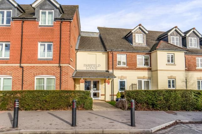 Thumbnail Flat for sale in 88 Guildford Road, Lightwater, Surrey