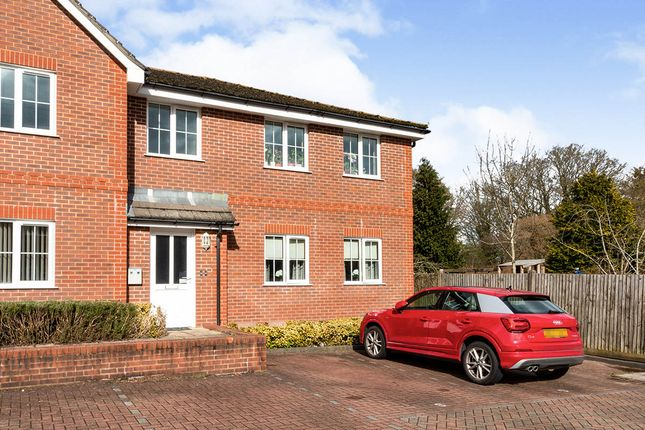2 bed flat for sale in Dundee Gardens, Basingstoke, Hampshire RG22