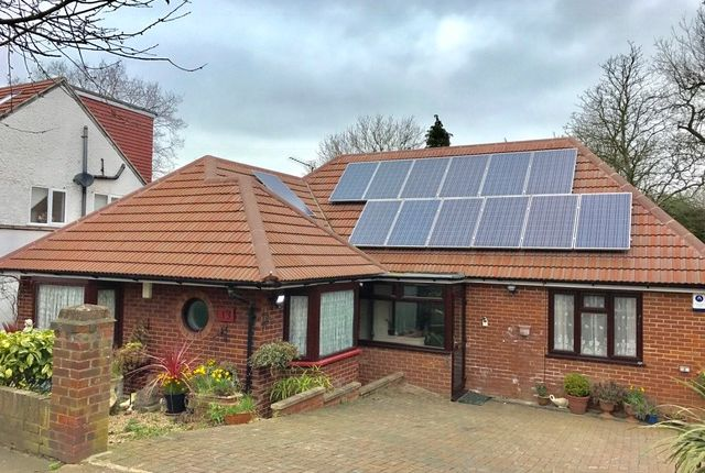 Thumbnail Bungalow to rent in Mount Road, New Barnet, Hertfordshire