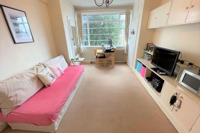 Studio for sale in Balham High Road, London SW17