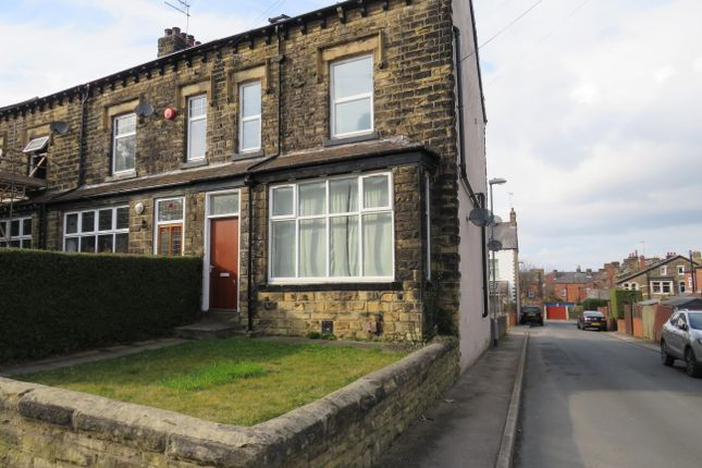 Thumbnail Flat to rent in Carter Avenue, Halton, Leeds