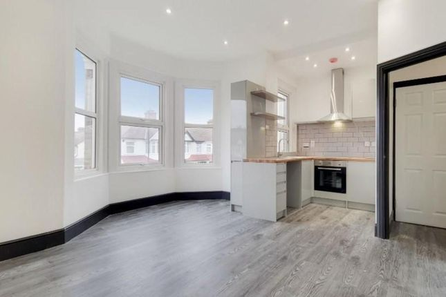 Thumbnail Flat to rent in Waddon Road, Croydon
