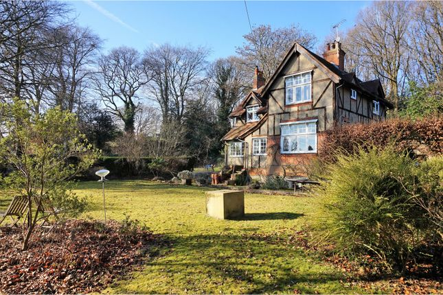 Thumbnail Detached house to rent in The Crescent, Farnham