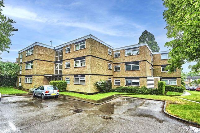 Thumbnail Flat to rent in Yardley Court, Harpenden, Hertfordshire