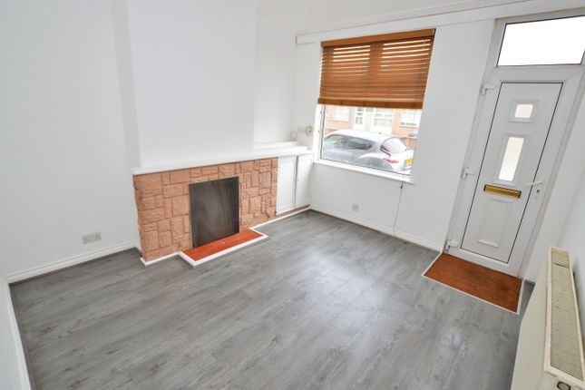 2 bed terraced house to rent in Station Street, Wigston, Leicestershire LE18