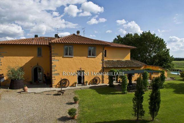 20 bed country house for sale in Arezzo, Tuscany, Italy