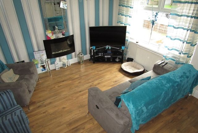 Living Room of Glenwood Drive, Middleton, Manchester M24