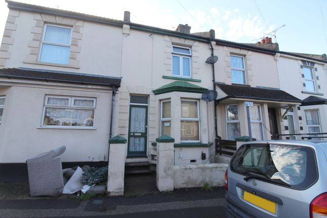 Thumbnail Flat to rent in Top Floor Flat, Barnsole Road, Gillingham