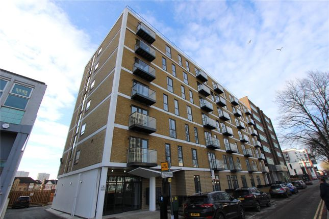 Thumbnail Flat for sale in The Avenue, Southend On Sea, Essex