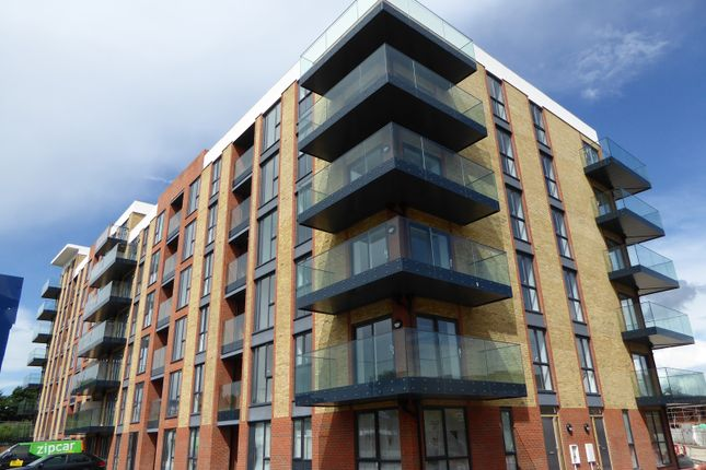 Thumbnail Flat to rent in Oscar Wilde Road, Reading