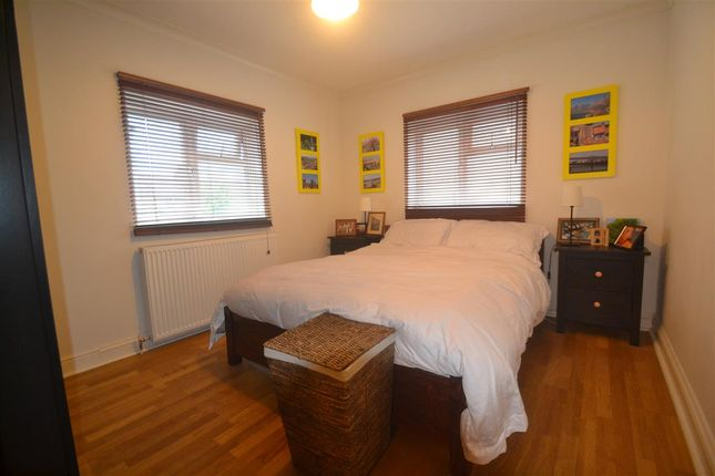 Bedroom of Gap Road, London SW19