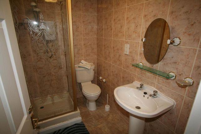 Bathroom of Flat 11, 2 Victoria Terrace, University LS3