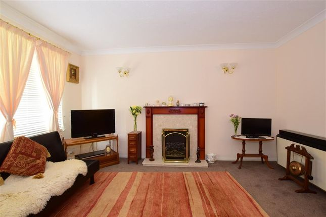 Thumbnail Flat for sale in Chelwood Close, London