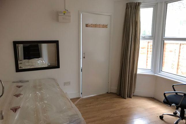 Studio to rent in Wightman Road, Harringay N8
