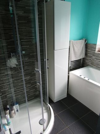 Main Bathroom of Glenwood Drive, Middleton, Manchester M24