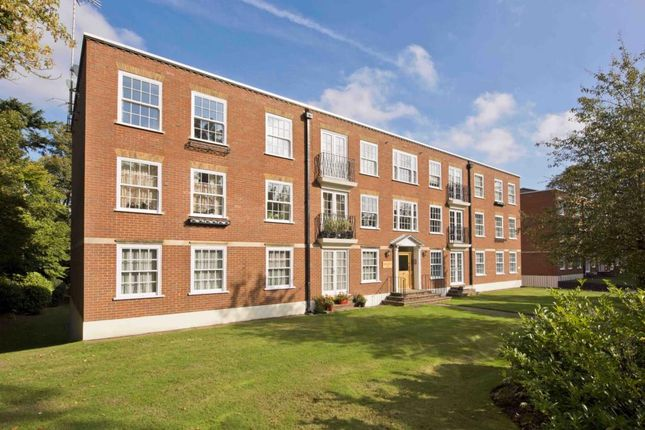 Thumbnail Flat to rent in Regents Court, St Georges Avenue, Weybridge.