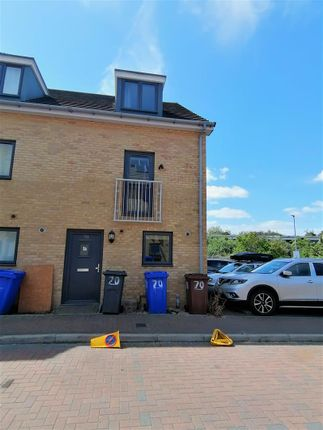 4 bed town house to rent in Draper Close, Grays RM20