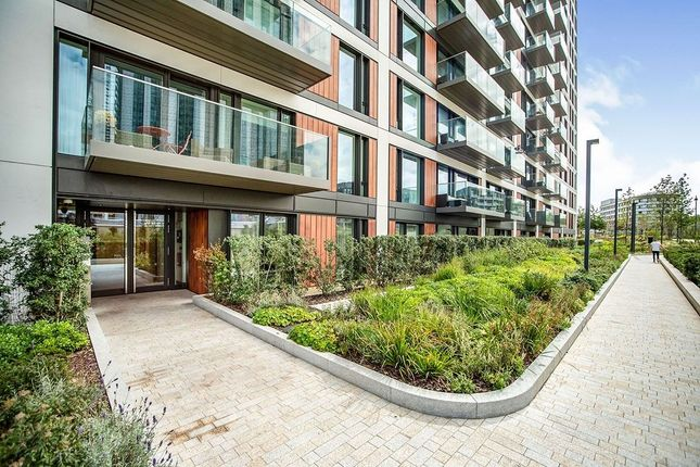 Thumbnail Flat to rent in Duke Of Wellington Avenue, London