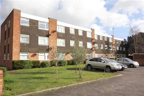 Thumbnail Flat to rent in Hill Rise, Langley, Slough