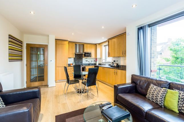 Thumbnail Flat to rent in The Crescent, Maidenhead