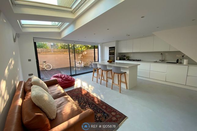 Thumbnail Flat to rent in Bushey Hill Road, London