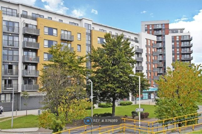 2 bed flat to rent in Tarves Way, London SE10