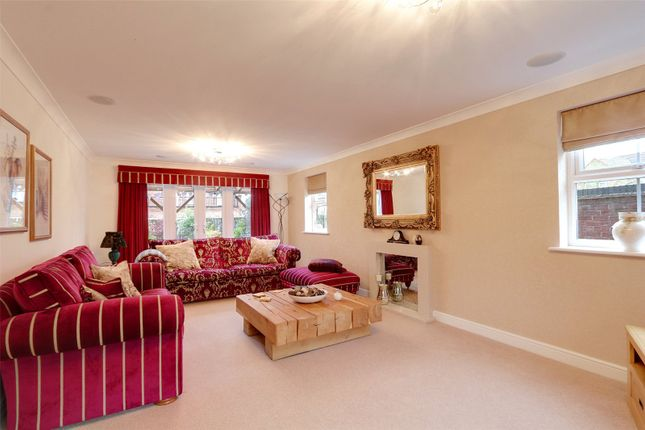 Picture No. 54 of The Pines, Kingswood, Hull, East Yorkshire HU7