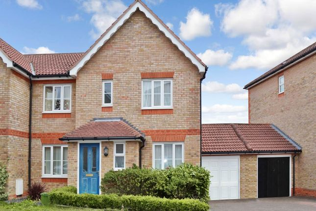 Thumbnail Detached house to rent in Claremont Crescent, Newbury, Berkshire