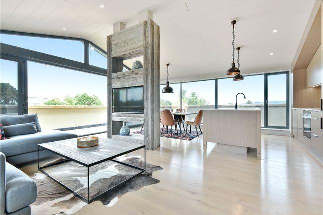 Thumbnail Flat to rent in Carlton House, 61B St. Johns Hill, Sevenoaks, Kent