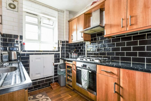Thumbnail Flat for sale in Ben Jonson Road, Limehouse, London