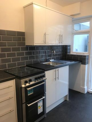 Thumbnail Terraced house for sale in Richmond Crescent, London