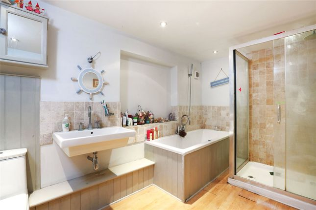 Family Bathroom of Hithercroft, Wallingford, Oxfordshire OX10