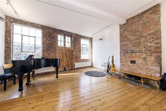 Thumbnail Flat for sale in Long Street, London