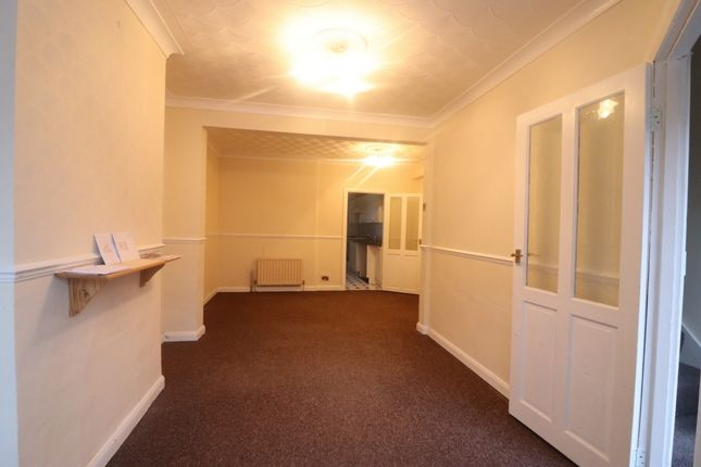 2 bed terraced house to rent in Hawthorn Road, Strood