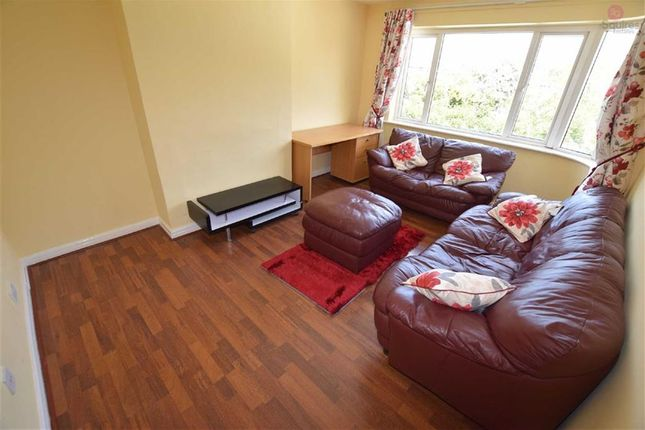 Thumbnail Maisonette to rent in Eldon Avenue, Borehamwood, Hertfordshire